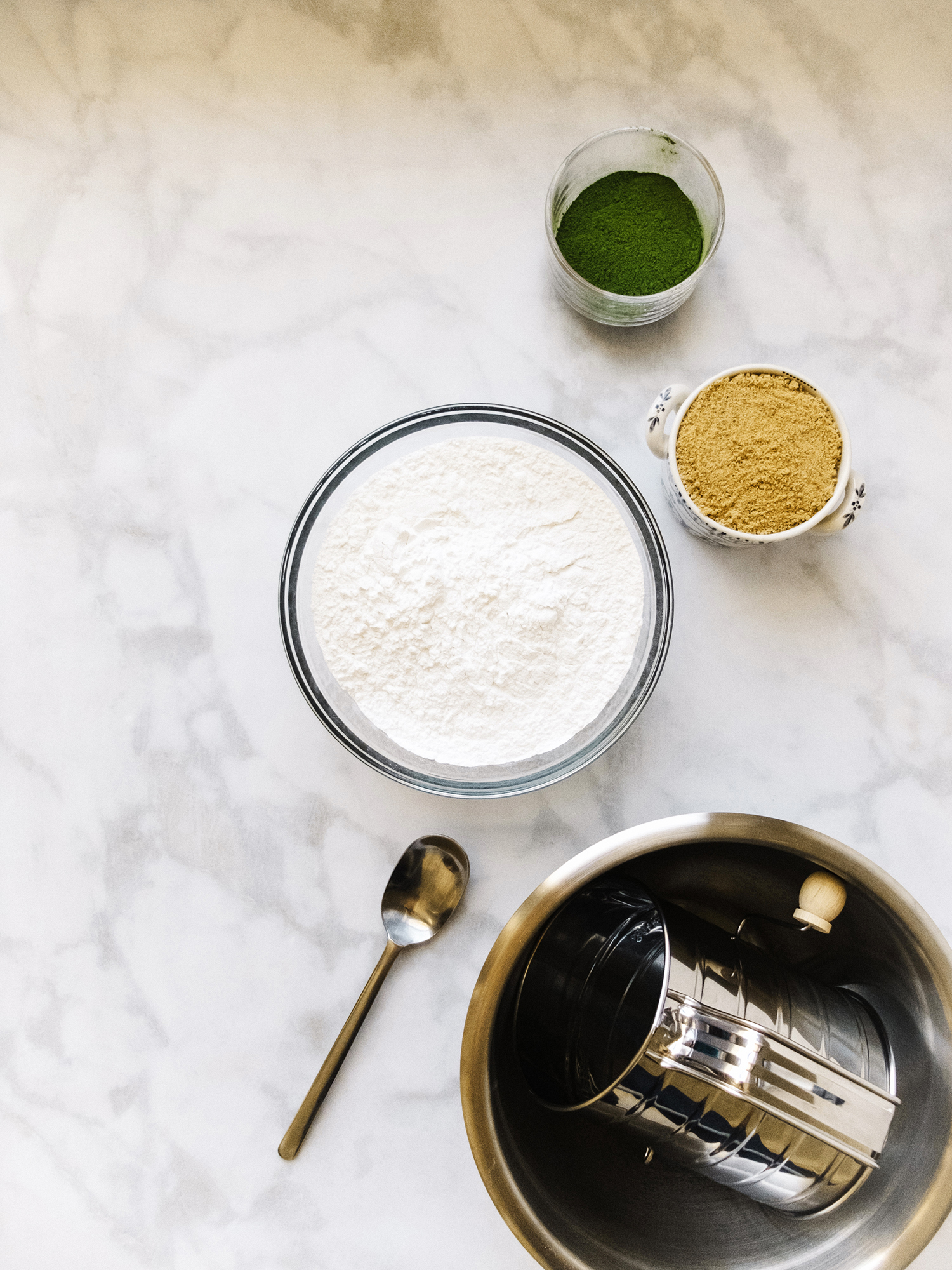Dry ingredients: Glutinous rice flour, matcha, sugar, and sea salt.